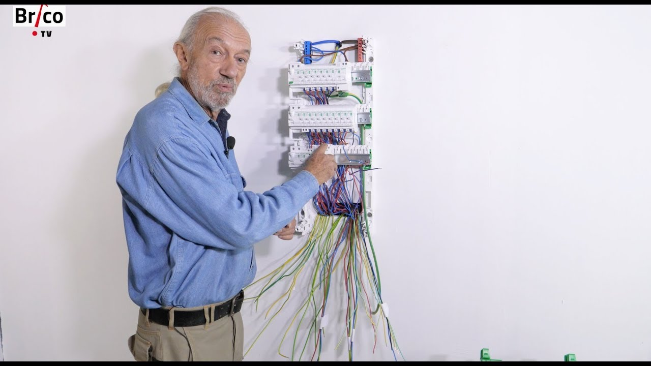 Installer-facilement-un-tableau-electrique-de-repartition-Tuto-Brico-avec-Robert