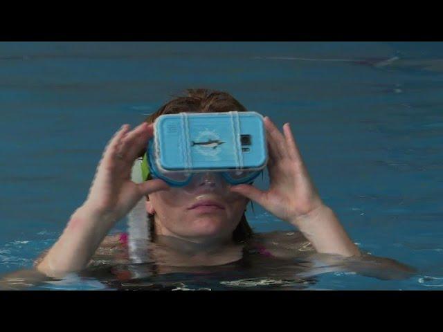 Nager-avec-des-dauphins-virtuels-une-therapie-bien-reelle